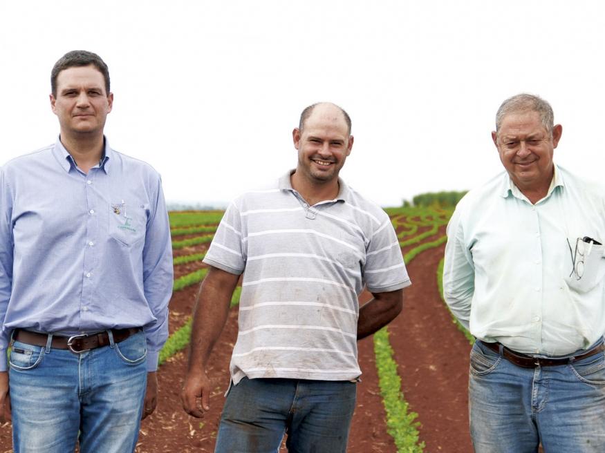 Nelson Gonçalves Moreira Junior e Neto, pai e filho, abrem parte de sua área para o desenvolvimento de experimentos como forma de atrair inovações